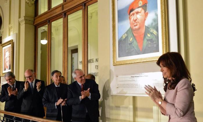 NOVO PRESIDENTE ARGENTINO VAI QUEIMAR FOTO DE CHAVES COLOCADA NA CASA ROSADA